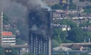Polícia investiga causas do incêndio em prédio na Inglaterra