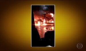 Dois ônibus são incendiados em Salvador