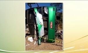 Acidente com ônibus clandestino deixa oito mortos no interior do Piauí