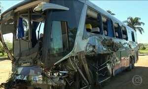 Acidente no sul de Minas provoca a morte de uma pessoa e deixa vinte e dois feridos