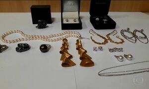 PF apreende joias da ex-primeira-dama do RJ Adriana Ancelmo