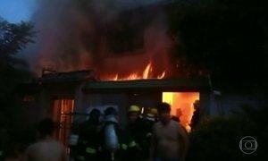 Incêndio em prédio, que teria sido criminoso, deixa 22 mortos na China