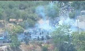 Três palestinos morreram e dezenas ficaram feridos em protestos em Jerusalém oriental