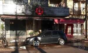 Polícia procura por assassinos de quatro brasileiros em bar no Paraguai