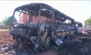 Criminosos voltam a incendiar ônibus em cidades do Acre
