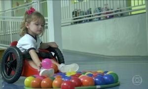 Pai desenvolve cadeira de rodas para filha com limitação de movimentos