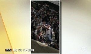 Familiares de atacante do Flamengo são vítimas de racismo em estádio no RJ