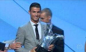 Cristiano Ronaldo supera Lionel Messi e é eleito o melhor jogador da Europa