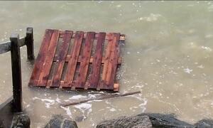 Navio de carga naufraga em Pernambuco
