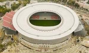 Estádio da Copa da Rússia tem arquibancadas construídas do lado de fora