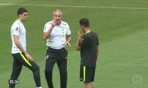 Seleção faz reconhecimento de gramado para partida contra o Chile