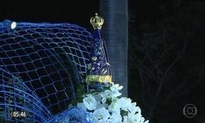 Milhares de romeiros acompanham a coroação da imagem de Nossa Senhora Aparecida