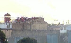 Detentos mantêm dois agentes penitenciários reféns em presídio em Cascavel (PR)