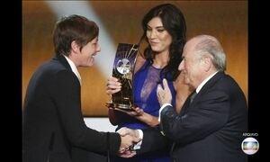 Campeã mundial de futebol acusa ex-presidente da Fifa de assédio sexual