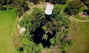 Parque Estadual de Vila Velha, no PR, tem poços formados por grandes crateras com água