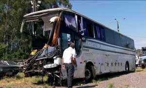 Sete pessoas estão internadas após acidente de ônibus de sacoleiros