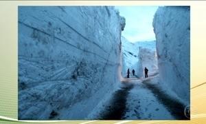 Neve bloqueia estrada no sul da França