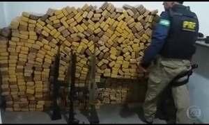 Polícia Rodoviária Federal apreende cinco fuzis e quase uma tonelada de maconha
