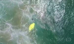 Dois adolescentes são salvos no mar por resgate usando drones na Austrália