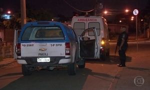 Bandidos fazem emboscada e matam homem em ambulância, no Rio