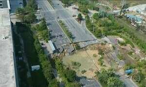 Na China, oito pessoas morrem depois que uma cratera de 30m se abriu em avenida
