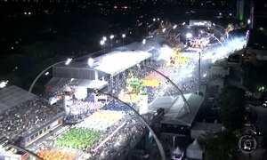 Primeiro dia de desfiles das escolas de samba de SP teve reggae e sertanejo