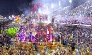 Homenagens a artistas e críticas marcam a primeira noite de desfiles na Sapucaí