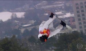 O americano Shaun White é tricampeão olímpico no snowboard halfpipe