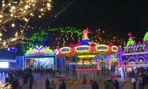 Na China, festival de lanternas iluminadas comemora o ano novo lunar