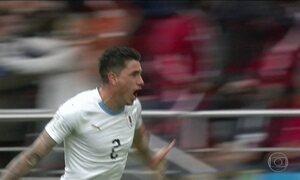 Com ombro lesionado, ídolo egípcio Salah desfalca time e Uruguai vence