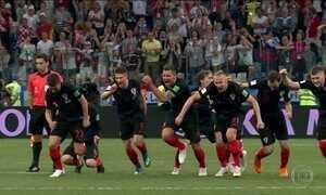 Croácia ganha da Dinamarca e vai pegar a Rússia, dona da casa