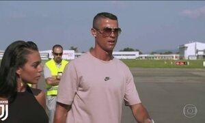 Agora jogador da Juventus, Cristiano Ronaldo desembarca em Turim, na Itália