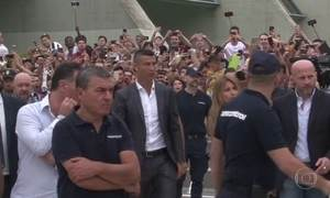 Cristiano Ronaldo é apresentado à torcida do Juventus, seu novo clube