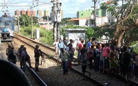 Passageiros ficam a pé após pane no metrô (Divulgação/ TV Sergipe)
