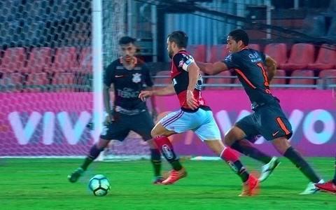 Flamengo bate Timão na Ilha e fica mais perto da Libertadores: 3 a 0