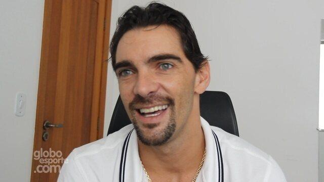 Ex-jogador de vôlei Giba faz palestra para estudantes em universidade do Acre