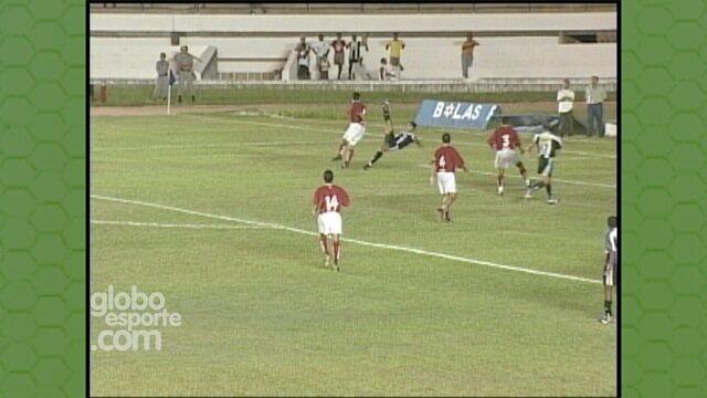 Sérgio Alves marca de bicicleta um dos gols mais bonitos do Machadão