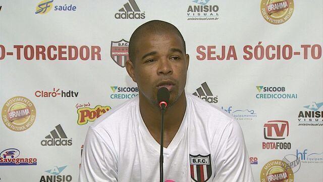 Botafogo inicia faxina no elenco e anuncia saídas de três jogadores