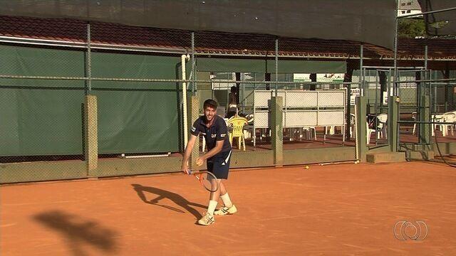 Tenista goiano disputa torneio sul-americano universitário na Argentina