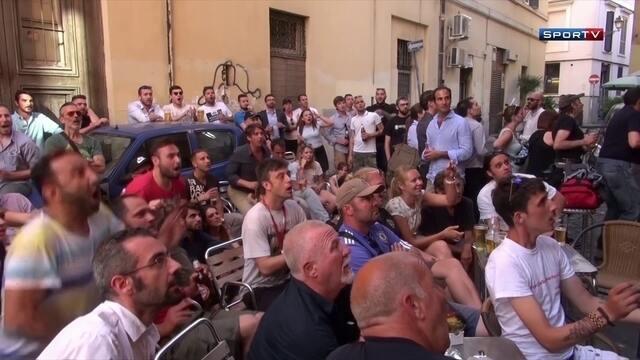 Italianos festejam a classificação da seleção ao bater a Espanha na Eurocopa