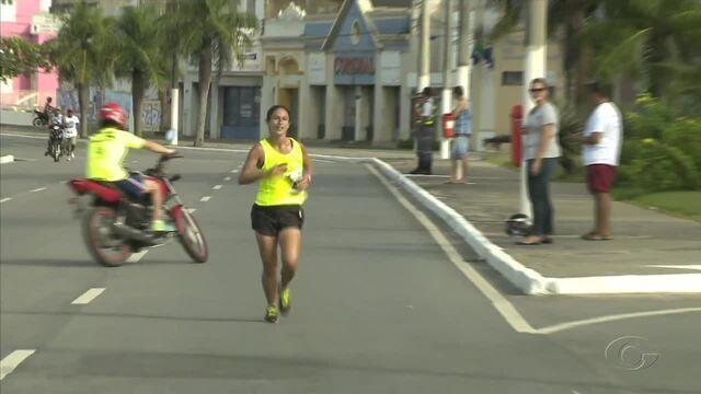 Mais de cem atletas participam  da corrida do gari em Maceió