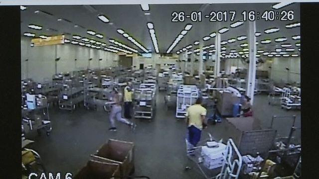 Resultado de imagem para O crime ocorreu no dia 26 de janeiro de 2017, no final da tarde, no interior do Centro de Distribuição dos Correios, que fica no Setor G Sul, em Taguatinga