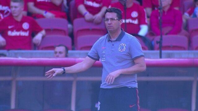 Osmar Loss pede bola no chão, Corinthians troca muitos passes e marca