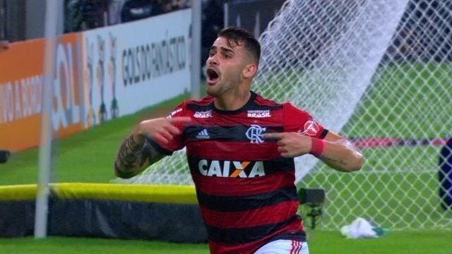 Gol do Flamengo! Vizeu pega o rebote de Walter, e abre o placar, aos 35' do 2º tempo