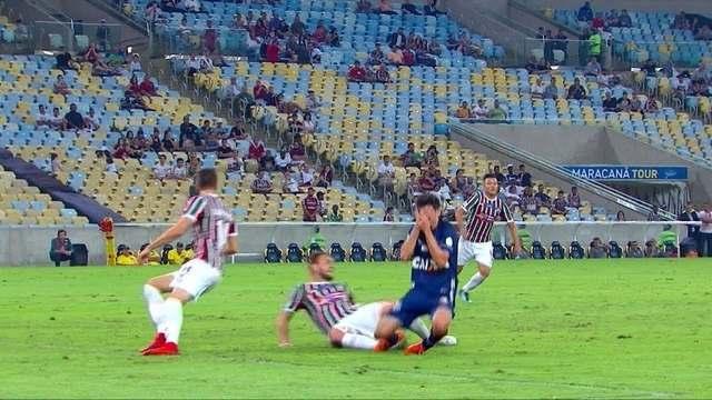 Léo Cittadini é atingido por chute de Nathan aos 23 do 2º tempo