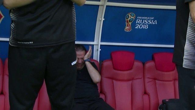 Treinador da Tunísia se emociona muito ao final do hino do país