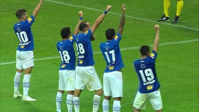 Gol do Cruzeiro! Robinho cruza, e Barcos vira o jogo, aos 35' do 2º Tempo