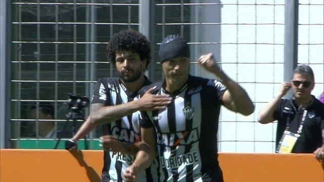 Gol do Atlético-MG! Luan avança e rola para Ricardo Oliveira fazer com estilo aos 49 do 2º