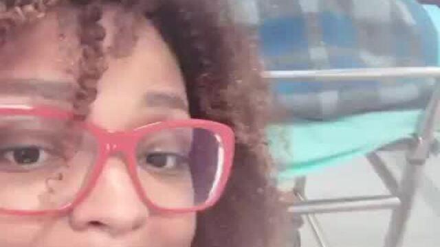 Ex-BBB Nayara de Deus mostra luta para conseguir leito em hospital para mãe com câncer