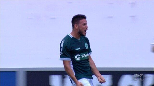 Gol do Goiás! Leandro Barcia cabeceia e marca, aos 12 minutos!